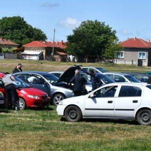 Автомобили, злато и пари иззеха при спецакция срещу незаконна лихварска дейност (СНИМКИ)