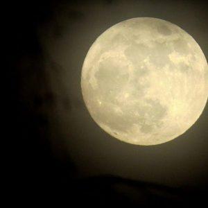 Супер Луна в нощта срещу 8 април