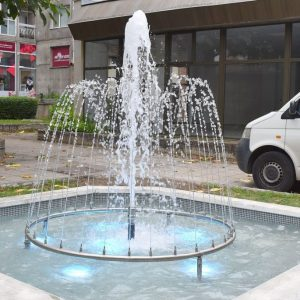 """Завърши ремонтът на фонтана на ул. """"Васил Левски"""", днес бе пуснат и фонтанът с момченцата"""