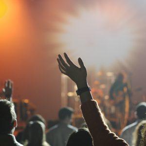 Затварят дискотеките, футболните срещи отново ще са без публика