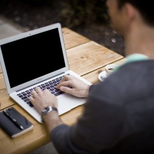 Как да почистим екрана и клавиатурата си срещу коронавирус?
