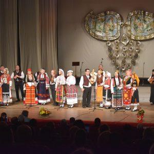Капански ансамбъл подари Великденски концерт на любителите на фолклорната магия