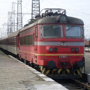 Неизвестни изрисуваха 28 кв. м от вагон на гара Самуил